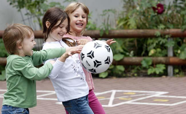 Kinderlärm, Buggy im Treppenhaus, Spielen im Hof - die Gerichte zeigen oft Verständnis für das Leben mit Kindern. Foto: Foto: DAK/Schläger