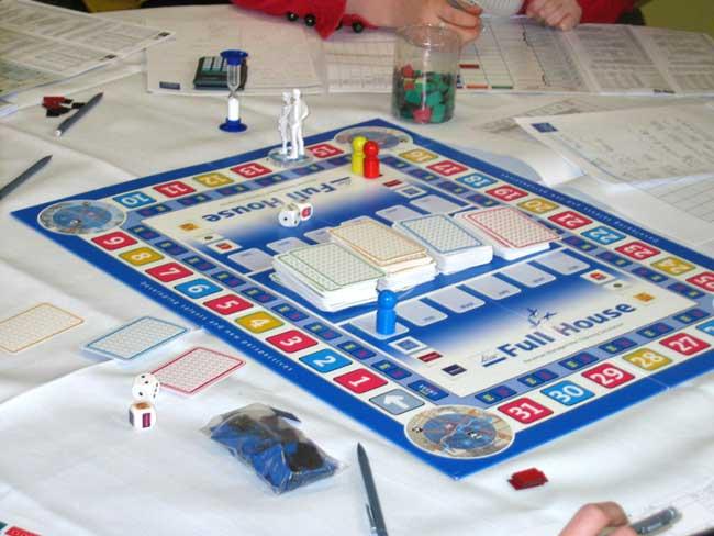 """Bei """"Full House"""" managt jeder Teilnehmer eine Hotelmarke. Mit dem Planspiel lernen Direktoren bei Accor, nicht nur auf ihr Hauses, sondern auf das wirtschaftliche Wohl der gesamten Unternehmensgruppe zu achten. Foto: intrestik"""