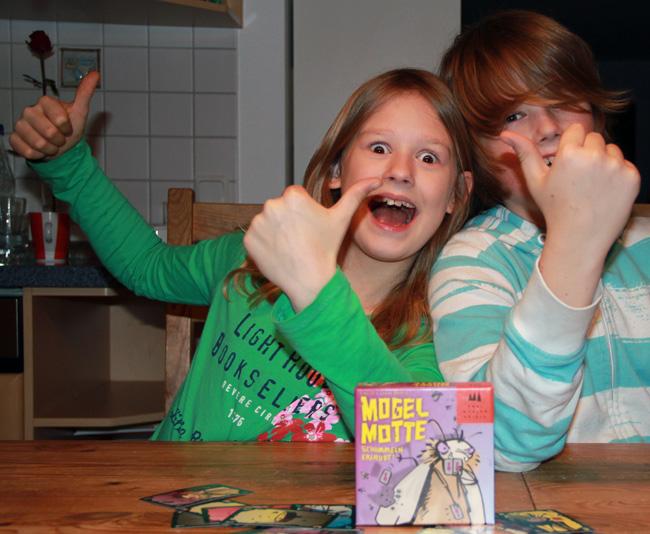 Emely und Lunkas Brand freuen sich über den Deutschen Kinderspielepreis 2012. Foto: Sebastian Wenzel